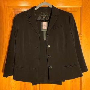New with tags! Ann Taylor Wmn's Black Suit sz 14P